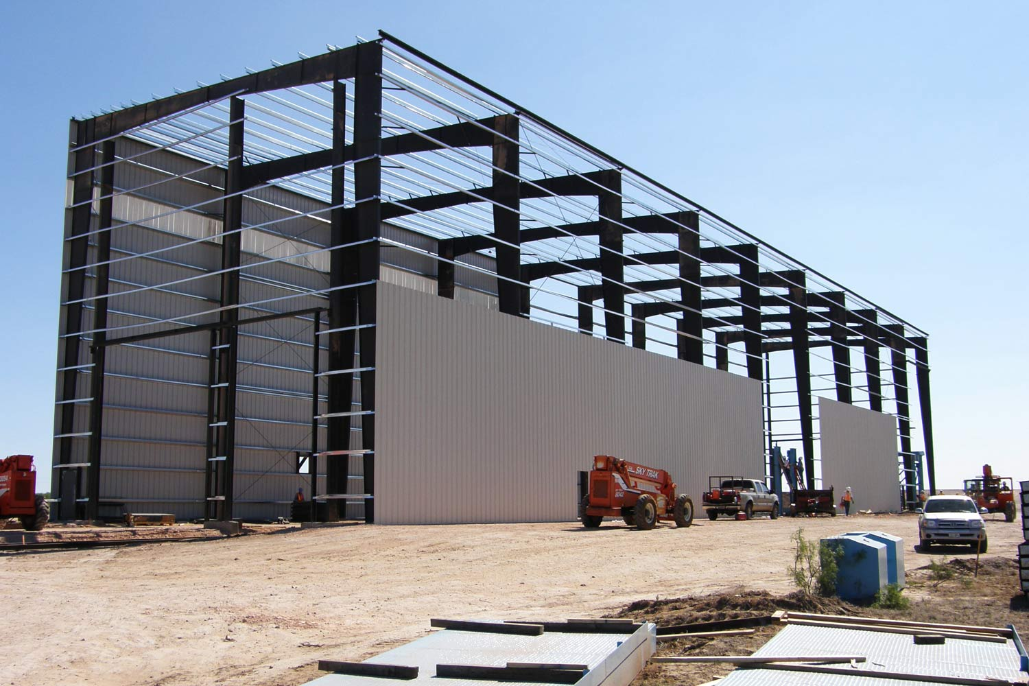 THE VERSATILITY OF THE STEEL BUILDING